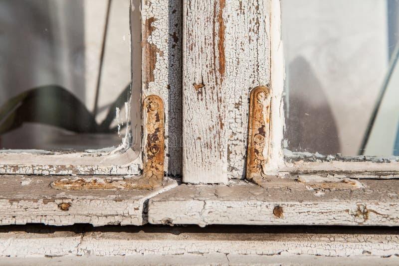 Close-up velho retro de madeira da janela com uma textura gasto da pintura foto de stock