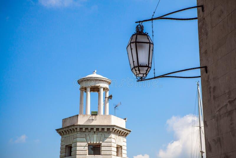 Close-up Venetian antigo tradicional da lâmpada de rua imagem de stock