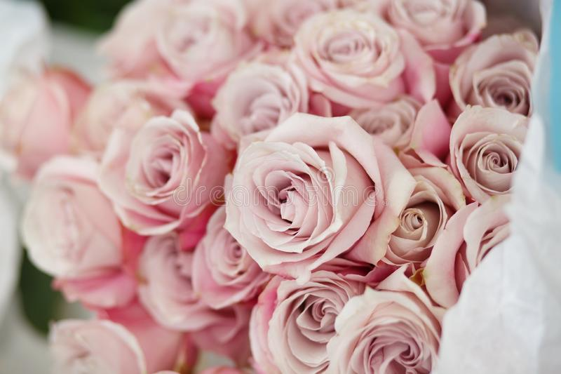 Close-up verse nam roze bloemen toe Het boeket van de huwelijksceremonie flori stock afbeelding