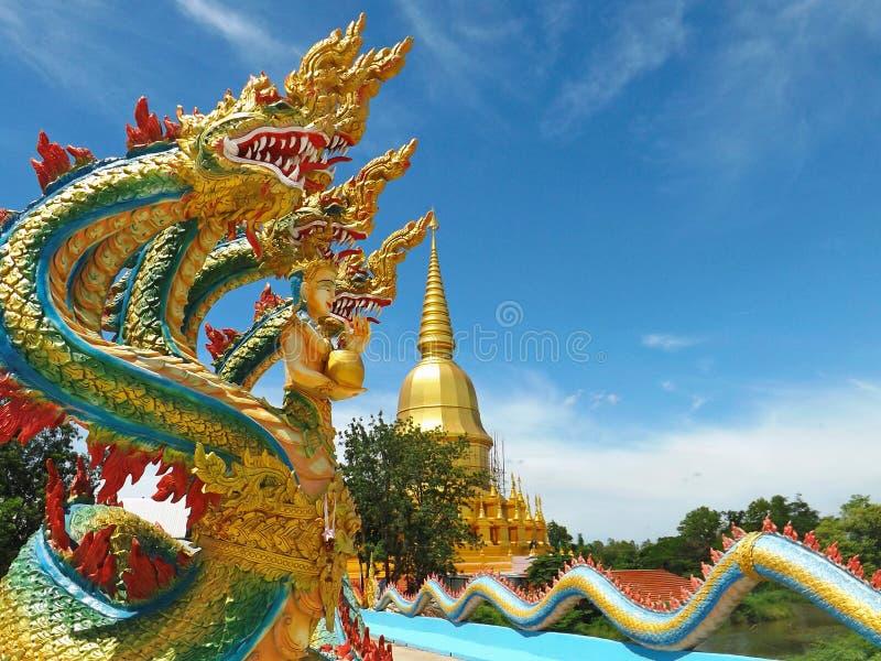 Close-up vijf Hoofden aan de Pagode Wat Pa Wang Nam Yen van Sri Sathing stock foto