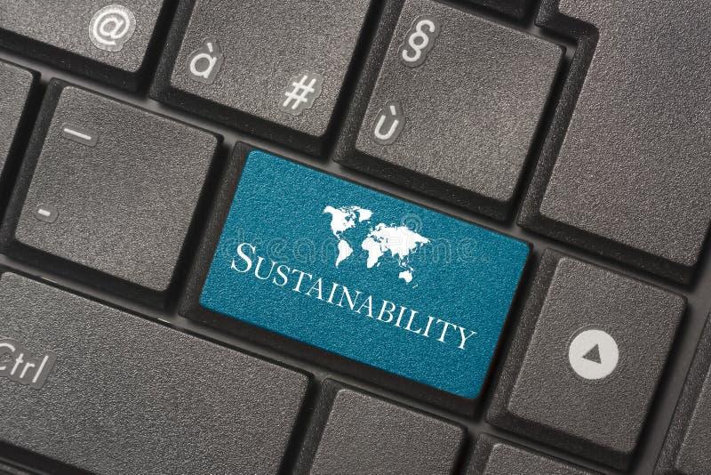 Close-upbeeld van Duurzaamheidsknoop van toetsenbord van een moderne computer stock foto's