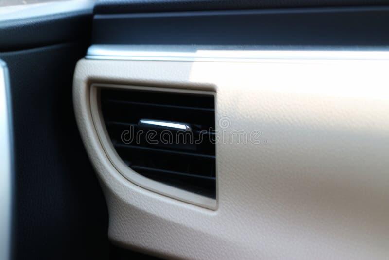 Close-upbeelden van binnenlandse airconditioning, goed ontwerp, modern Autobinnenland stock foto's