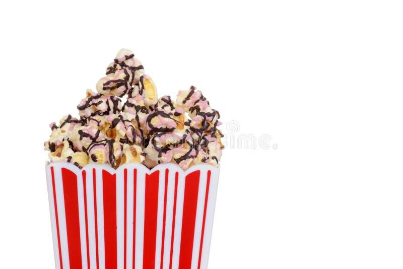Close-upcontainer de popcorn van de chocoladeframboos royalty-vrije stock foto's
