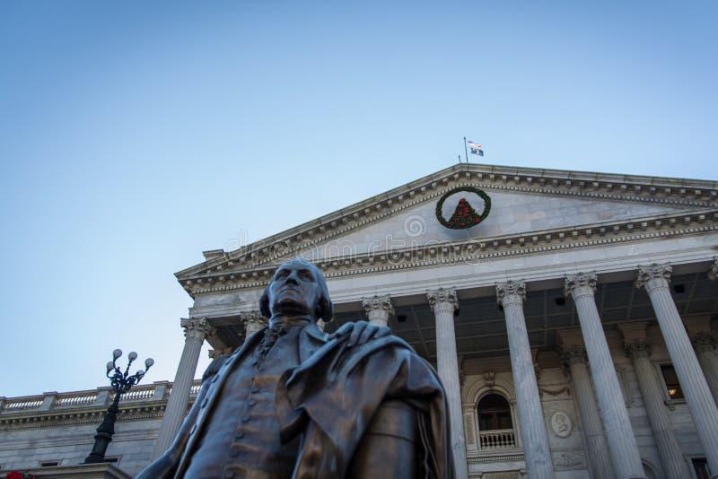 Close-updetail Geschoten Zuiden Carolina State House Statue Columns stock foto's