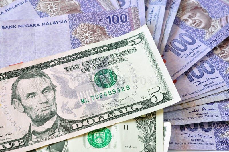 Close-upfoto van de dollars en ringgit Maleisië van Verenigde Staten van Maleisië stock afbeeldingen