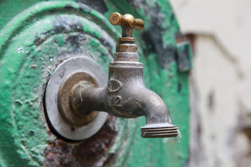 Close-upfoto van oude openluchtklep stock fotografie