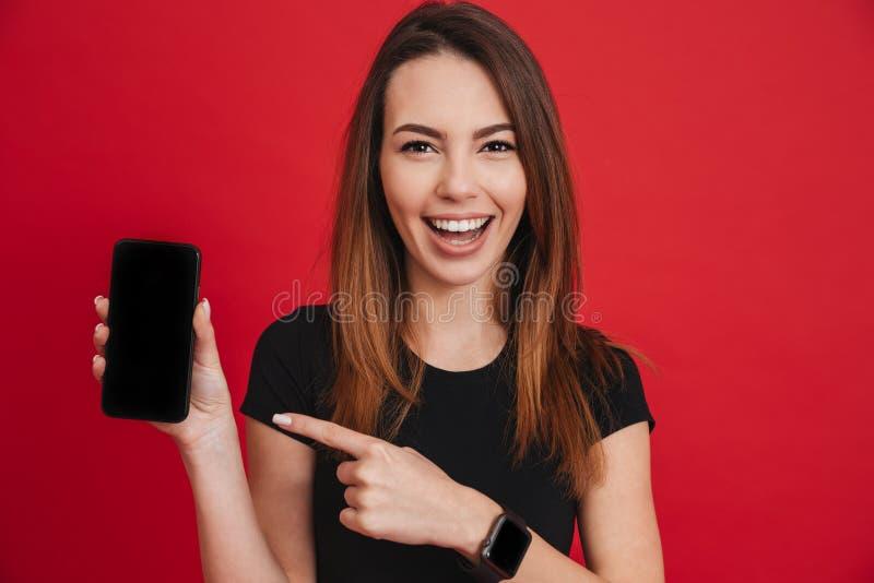 Close-upfoto van vrolijk volwassen meisje die en B glimlachen aantonen stock foto