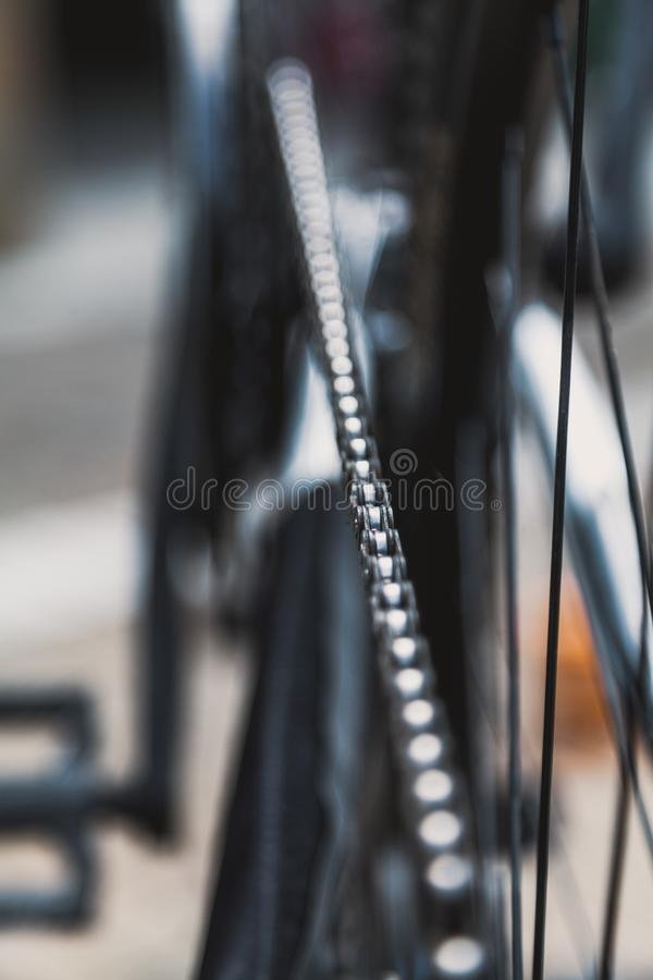 Close-upketen fietsrit stock foto