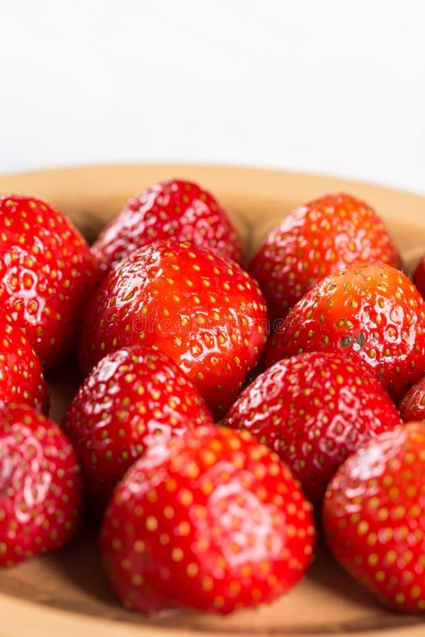 Close-upmacro van zoet rood - heerlijke aardbeien stock fotografie