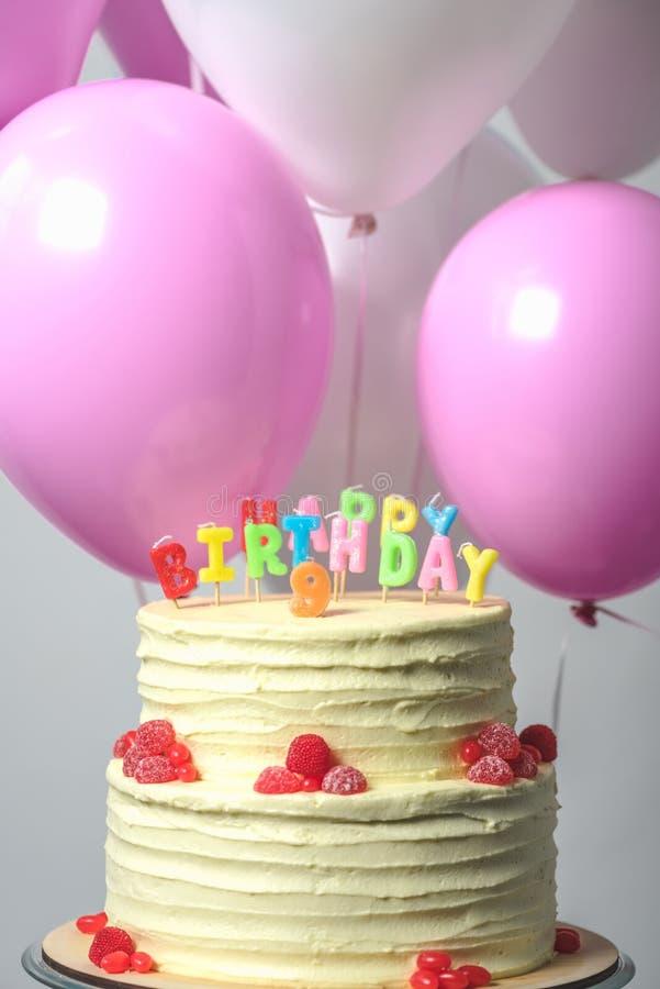 close-upmening van heerlijke verjaardagscake met nummer negen royalty-vrije stock afbeeldingen