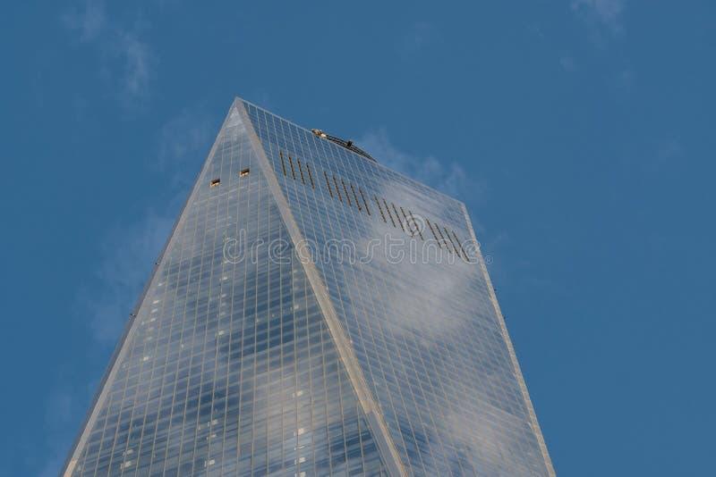 Close-upmening van One World Trade Center in de Financiële Stad van New York van het Districtslower manhattan royalty-vrije stock fotografie