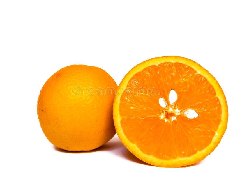 Close-upmening van oranje vlees met witte zaden stock fotografie