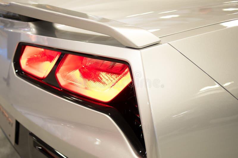 Close-upmening van wit sportwagen achterlicht royalty-vrije stock afbeeldingen