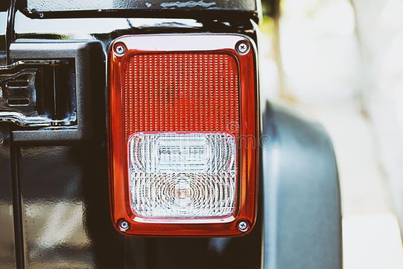 Close-upmening van zwart sportwagen achterlicht stock afbeelding
