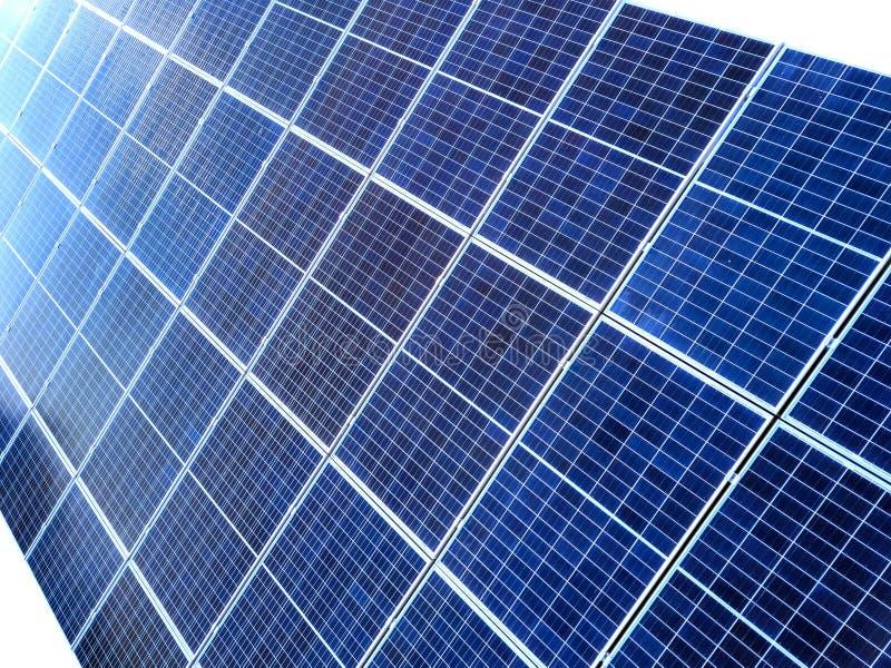 Close-upoppervlakte van aangestoken door voltaic panelen van de zon de blauwe glanzende zonnefoto Systeem die vernieuwbare schone stock afbeeldingen