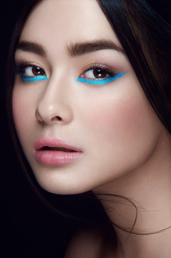 Close-upportret van Aziatisch jong meisje stock foto