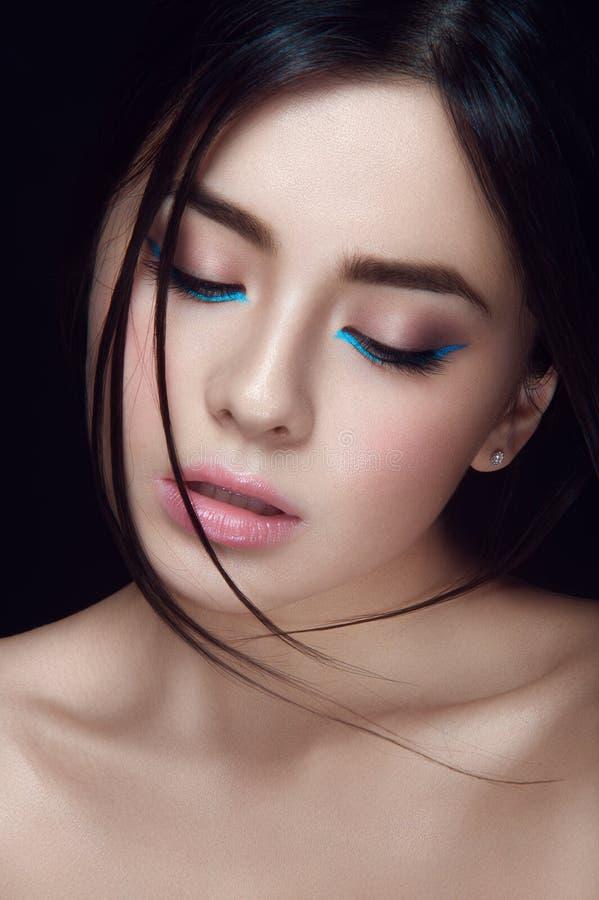 Close-upportret van Aziatisch jong meisje stock afbeelding
