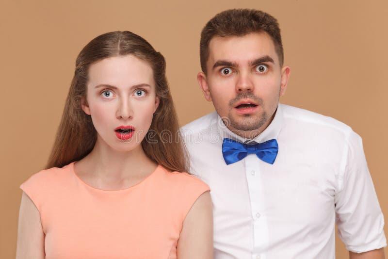 Close-upportret van de knappe mens en mooie vrouw of jonge mede stock afbeelding