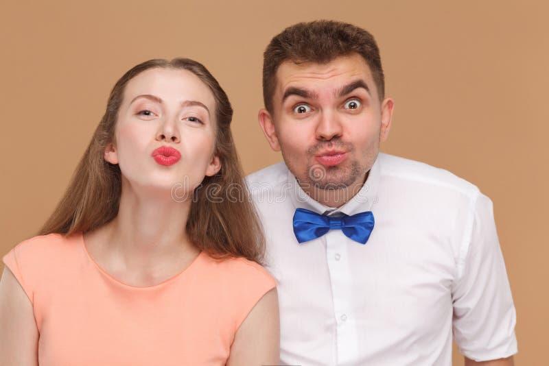 Close-upportret van de knappe mens en mooie vrouw of jonge mede royalty-vrije stock foto
