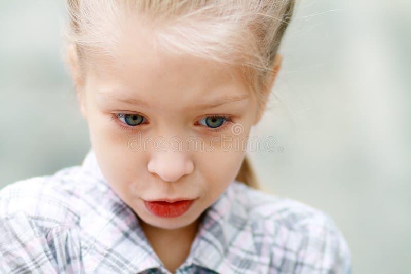 Close-upportret van droevig meisje royalty-vrije stock foto