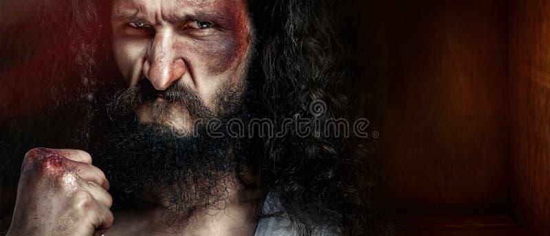 Close-upportret van een donker-haired magere strijder met een zwarte ey royalty-vrije stock foto