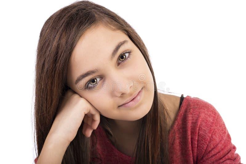 Close-upportret van een mooie tiener met lang haar stock fotografie