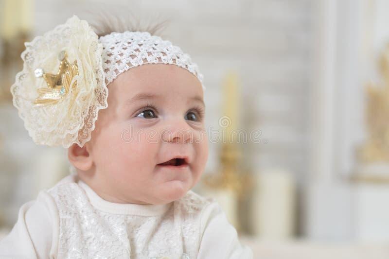 Close-upportret van leuk aanbiddelijk babymeisje stock foto