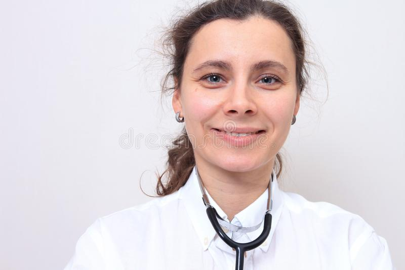 Close-upportret van vrouwelijke arts stock afbeeldingen