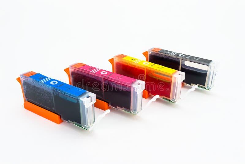 Close-upschot van een CMYK-inktpatronen voor een kleurenprinter op een witte achtergrond met het knippen van weg wordt geïsoleerd royalty-vrije stock fotografie