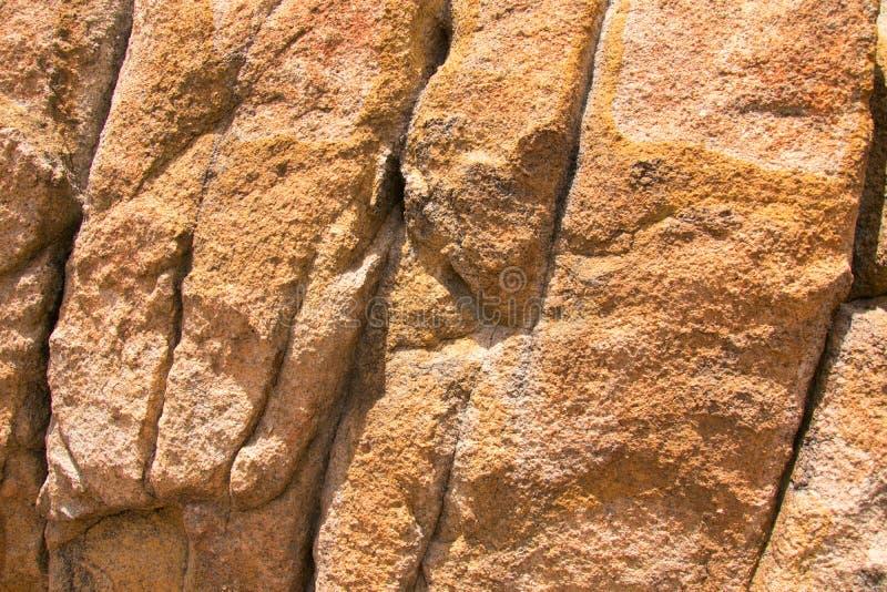 Close-uptextuur van granietrots stock afbeelding