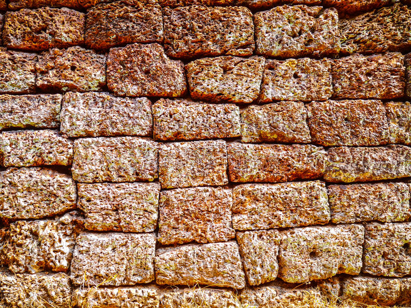 Close-uptextuur van ongelijke bakstenen muur stock foto