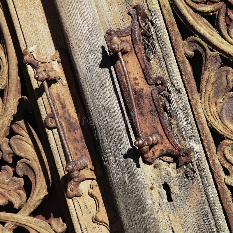 closed Nenhuma saída backgrou medieval de madeira e do metal do vintage da porta fotografia de stock royalty free