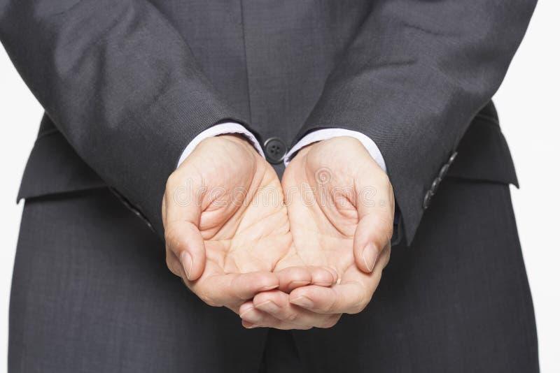 Closeup av affärsmannen Cupping Hands arkivfoto