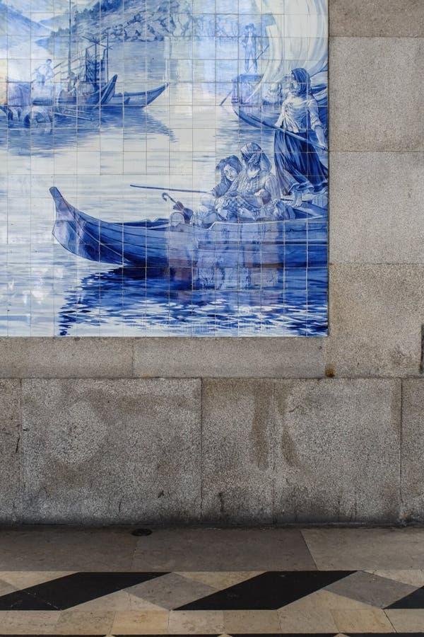 Closeup av azulejos i station för SaoBento drev i Porto, Portuga royaltyfri fotografi