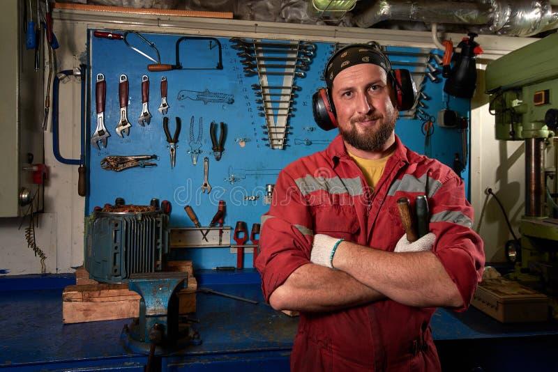 Closeup av den automatiska mekanikern Service för auto reparation Bakgrund för funktionsdugliga hjälpmedel Garage för auto repara royaltyfri foto