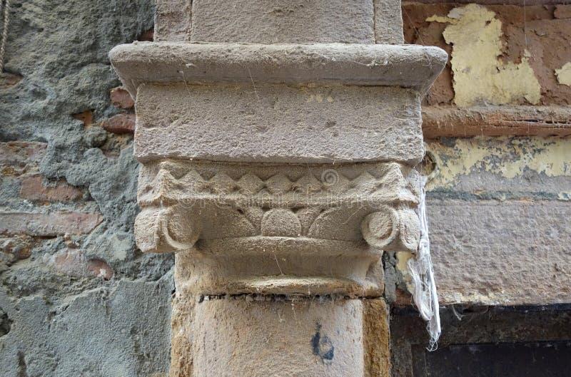 Closeup av den gamla kolonnen royaltyfria foton