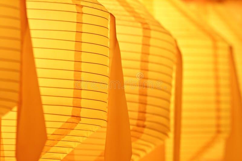 Closeup av den gula pappers- lyktan royaltyfri fotografi