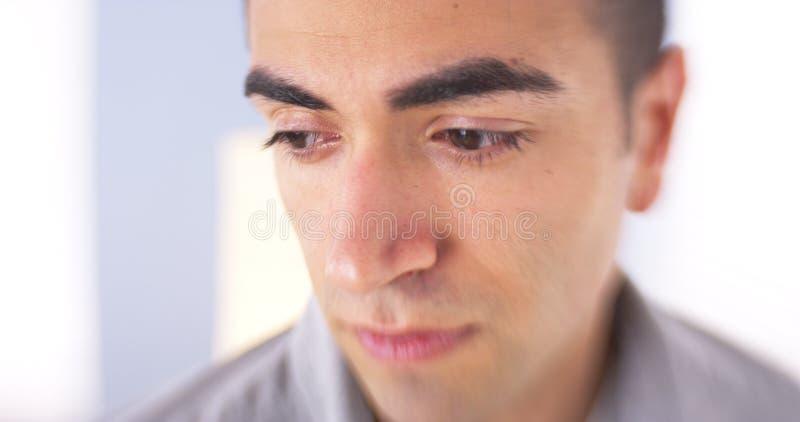 Closeup av den ledsna mexicanska mannen arkivfoton