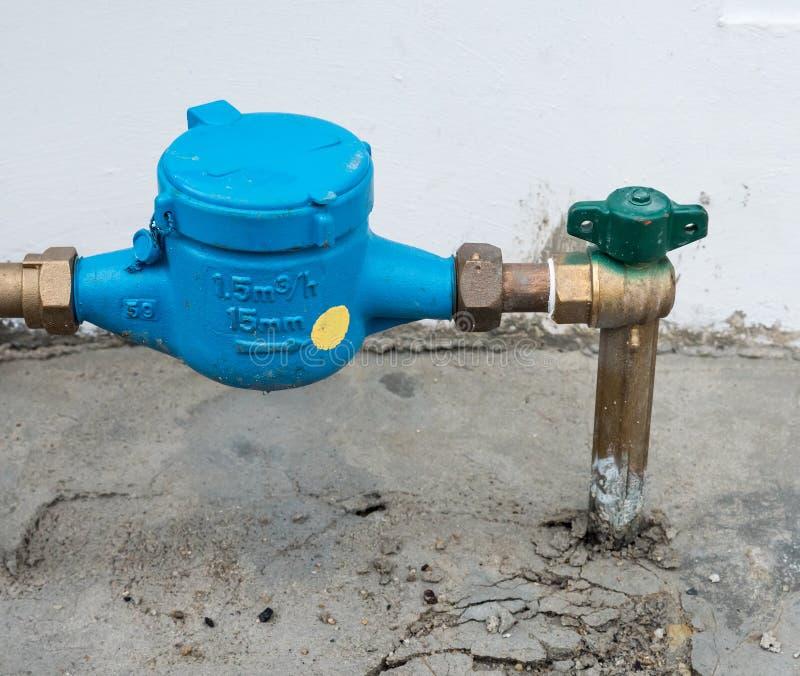 Closeup av den nya vattenmetern royaltyfri foto
