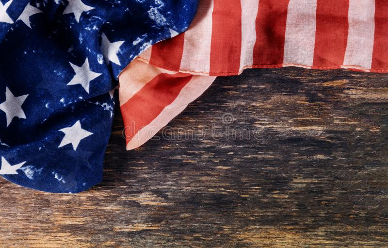 Closeup av den rufsade amerikanska flaggansjälvständighetsdagen för Memorial Day arkivbilder