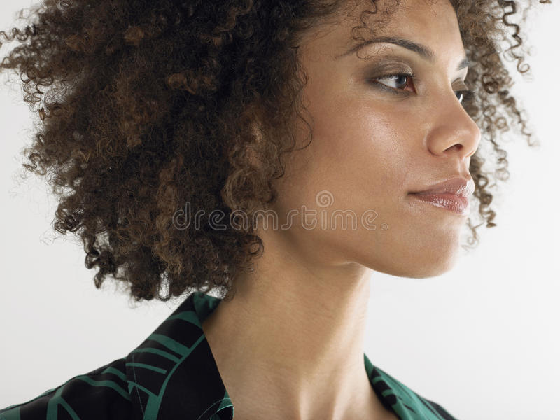 Closeup av den unga afro- kvinnan arkivbilder