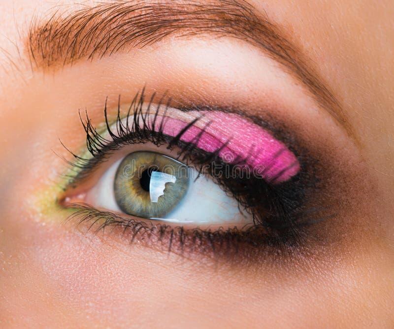 Closeup av det feminina ögat med glamorös makeup royaltyfria foton