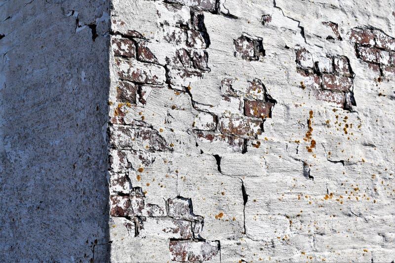 Closeup av det gamla red ut buillding h?rnet p? f?rgaren Cove p? udde Elizabeth, Cumberland County, Maine, New England, USA arkivfoton