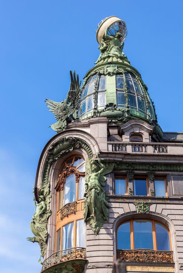 Closeup av det Zinger huset på den Nevsky utsikten i den historiska centen arkivbild