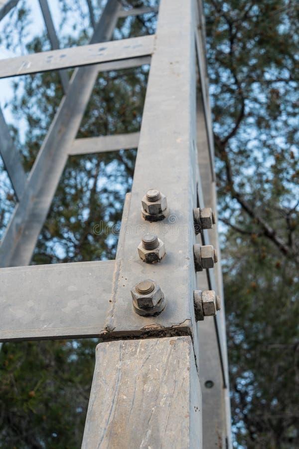 Closeup av en elektricitetspylon fotografering för bildbyråer