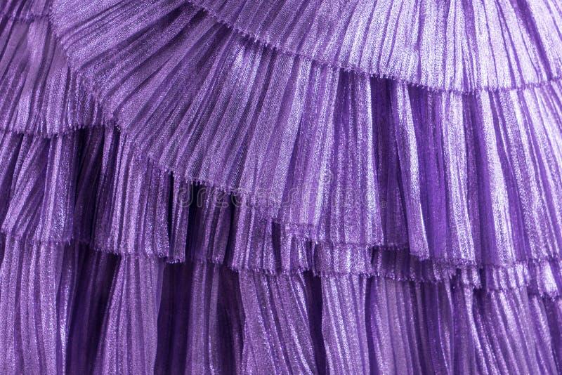 Closeup av en purpurfärgad tyllklänning arkivfoton