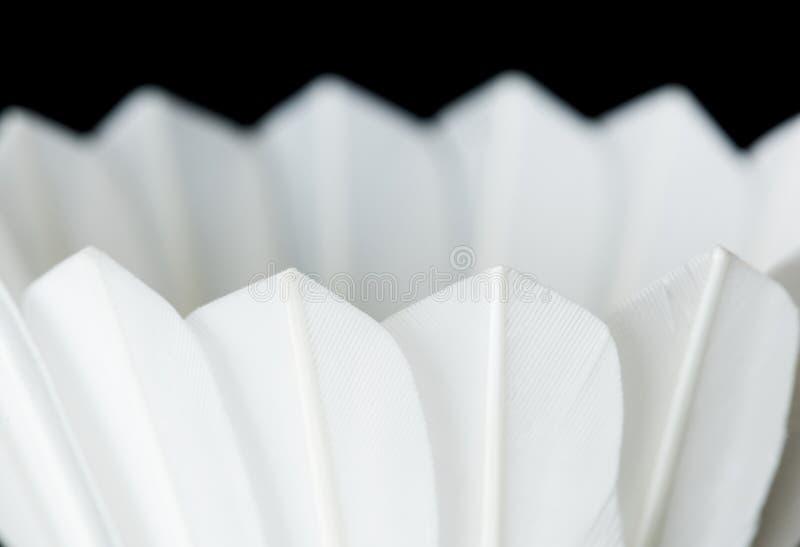 Closeup av fjäderbollen som isoleras på svart bakgrund fotografering för bildbyråer