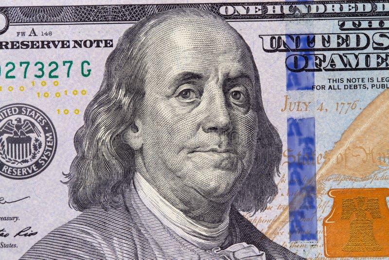 Closeup av hundra dollarräkning bakgrund fakturerar dollaren Amerikanska dollar kassapengar bockar hundra Benjamin Franklin royaltyfria bilder