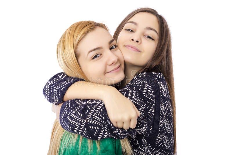 Closeup av kramen för två systrar som har gyckel arkivbilder