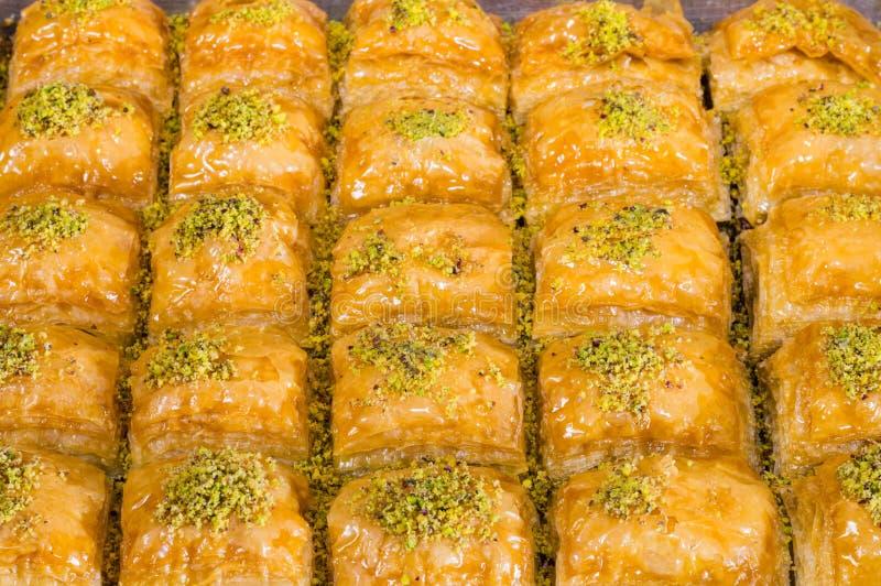 Closeup av läcker traditionell turkisk efterrättBaklava med pistaschen arkivbild